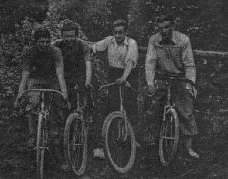 Pierwsi dziewietnastacy /od prawej/: ćw. M.Ryszka, wyw. Z.Jabłoński, wyw. M.Gaj, wyw. A.Kwarciak